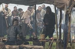 Tensions escalate between Ragnar (Fimmel) and King Horik (Logue)