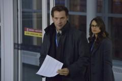 The Strain: (L-R) Corey Stoll as Ephraim Goodweather, Mia Maestro as Nora Martinez. CR. Michael Gibson/FX