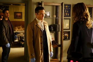 With bodies piling up, both Esposito and Ryan are beginning to think there's more to Castle's dream than they originally thought.