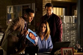 Ryan, Beckett, and Esposito run down leads on the ground to help Castle solve a 'mile high' murder.