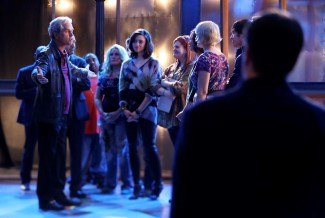 Guest Host Danny Valentine (guest star Gregory Harrison) gives a pep talk to the SNT cast after Sid's death.
