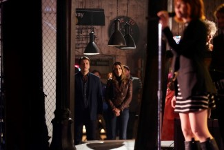 """While Castle and Beckett wait for one of the SNT crew to find out who checked out the black mask, they listen to Carly Rae Jepsen sing """"I Really Like You"""""""